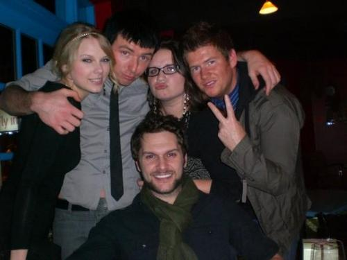 Taylor & دوستوں