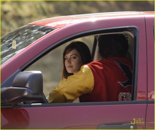 Tom Welling and Erica Durance filming the 200 episode of स्मॉल्विल
