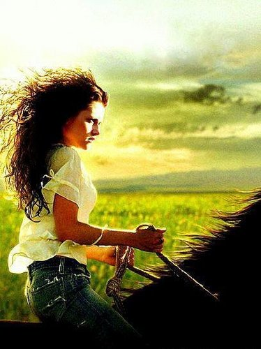 beautiful pic of bella ridin horse