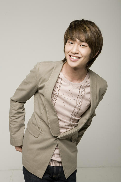 Best smile Onew-lee-jinki-onew-14896156-500-750