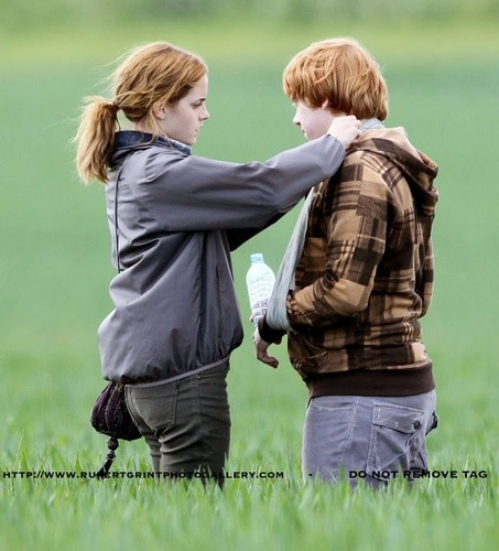Deathly Hallows pics!
