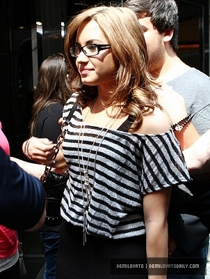 Demi Leaving The লন্ডন Hotel In New York City(August 21,2010)