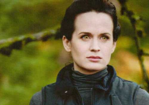 Elizabeth as Esme