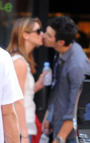 Kiss for Ashley and Joe Jonas!