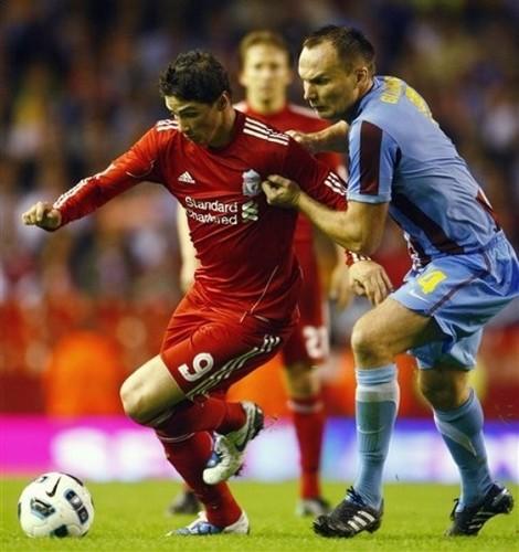 Fernando Torres achtergrond titled Liverpool vsTrabzonspor