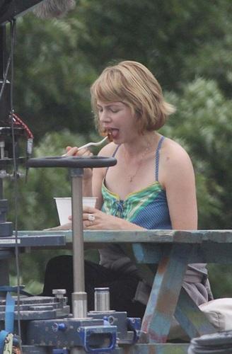"""Michelle Williams on """"TTW"""" Set 23.8.2010"""