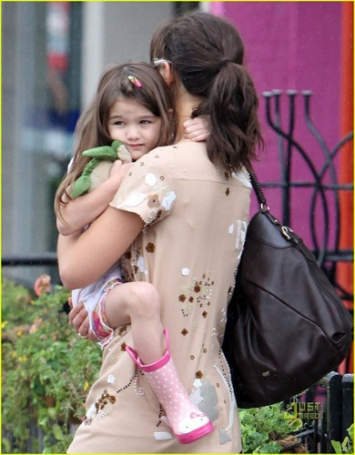 Renesmee cuddling Momma