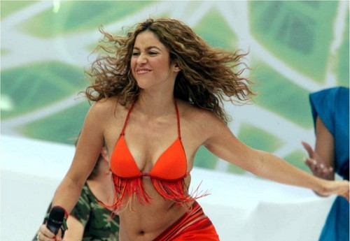 SHAKIRA BODY BREAST