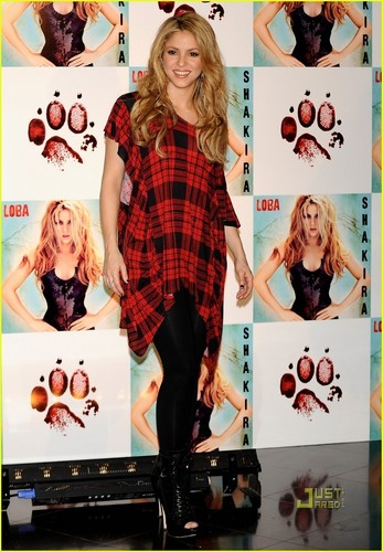 Shakira: Full Moon in Madrid!!