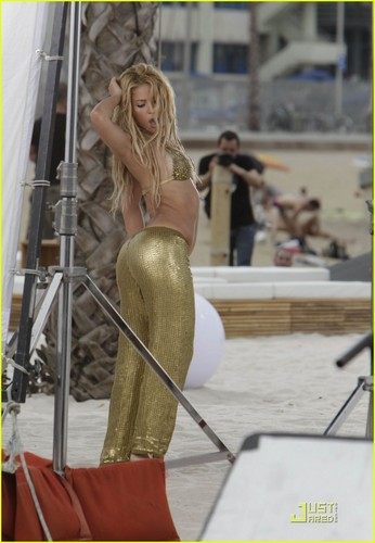 Shakira wallpaper called Shakira May Be Fined For Music Video Shoot heh lol she's gorgeous