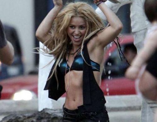 Shakira dances in a Barcelona fontana while filming