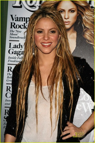 Shakira is Dreadlocks Dazzling