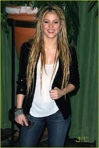 Shakira is Dreadlocks Dazzling