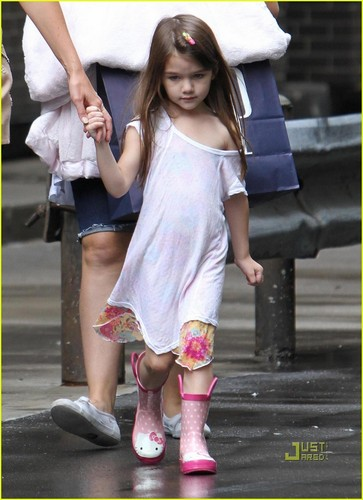 Suri Cruise: Off-The-Shoulder Kiddie Tee