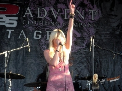 Taylor Momsen The Pretty Reckless: 2010 Vans Warped Tour > August 10: San Diego, CA
