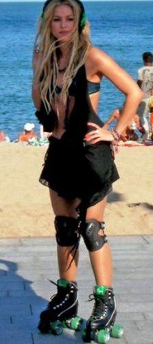 Shakira wallpaper entitled The singer poses on the beach in Barcelona