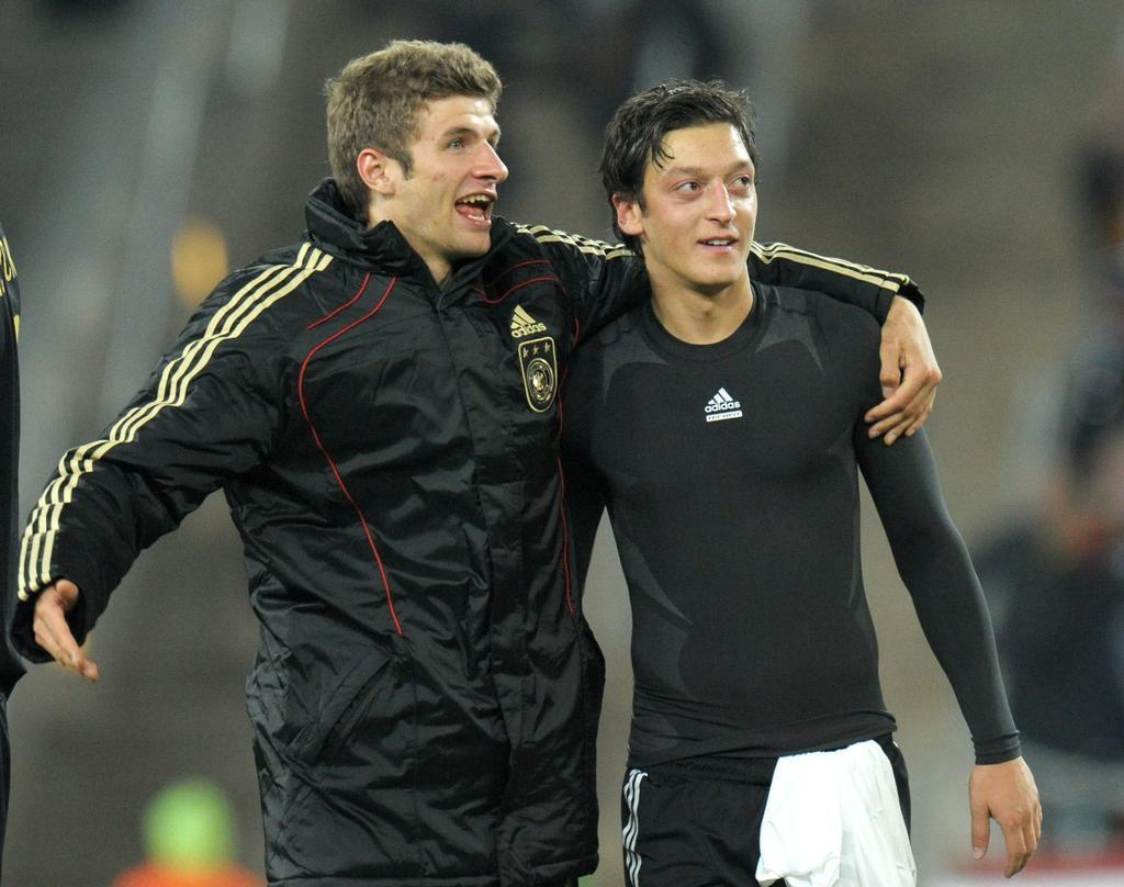 Thomas Mller &amp; Mesut zil - Mesut zil Photo (14985101) - Fanpop ...