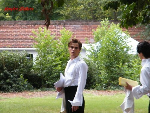 http://images4.fanpop.com/image/photos/14900000/on-set-the-vampire-diaries-tv-show-14956214-500-375.jpg