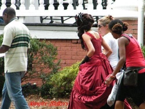 http://images4.fanpop.com/image/photos/14900000/on-set-the-vampire-diaries-tv-show-14956217-500-375.jpg