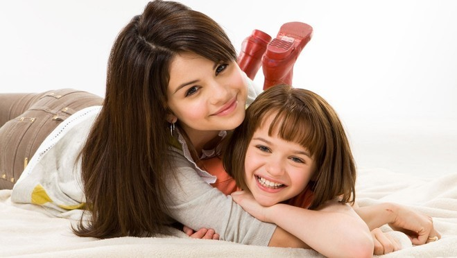 http://images4.fanpop.com/image/photos/14900000/ramona-and-beezus-selena-gomez-14936949-659-372.jpg