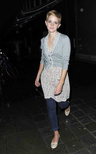Emma leaving Bungalow 8 (London) 25.08.2010