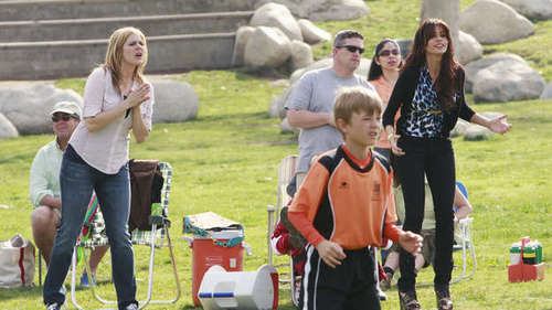 1X01 Pilot - modern-family Screencap