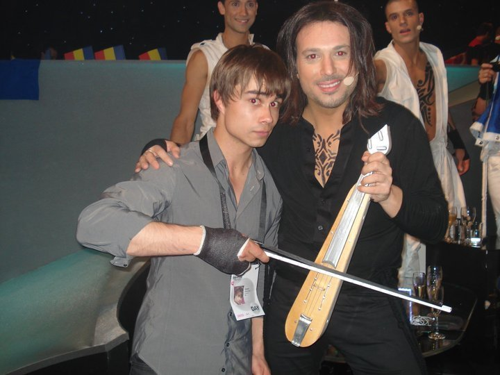 Alex in ESC 2010 backstage with the greek lyra player