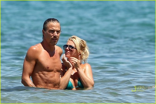 Britney & Jason out in Hawaii