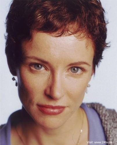 Leslie Hope as Teri Bauer