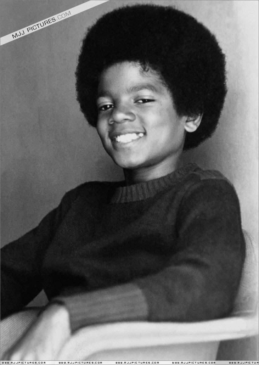 http://images4.fanpop.com/image/photos/15000000/Michael-Jackson-33-young-michael-jackson-15045558-852-1200.jpg