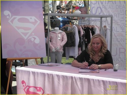 Nastia Liukin: Supergirl jam, jamu Sunday