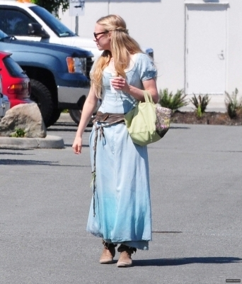Red Riding cappuccio > On Set: August 20