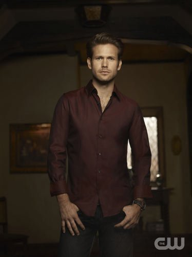 http://images4.fanpop.com/image/photos/15000000/TVD-Season-2-Alaric-the-vampire-diaries-15033324-374-500.jpg