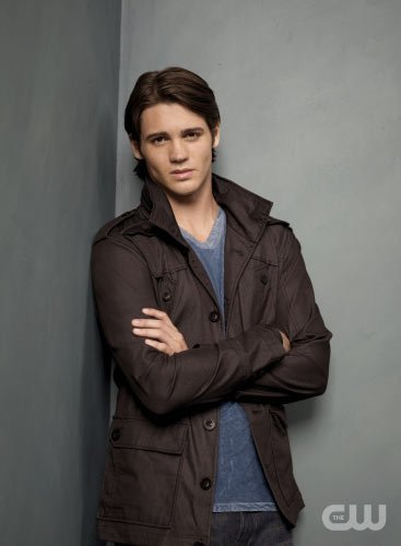 http://images4.fanpop.com/image/photos/15000000/TVD-Season-2-Jeremy-the-vampire-diaries-15033288-367-500.jpg
