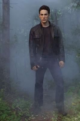 http://images4.fanpop.com/image/photos/15000000/TVD-Season-2-Tyler-Promo-the-vampire-diaries-tv-show-15065907-266-400.jpg