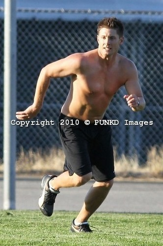 sepakbola shirtless