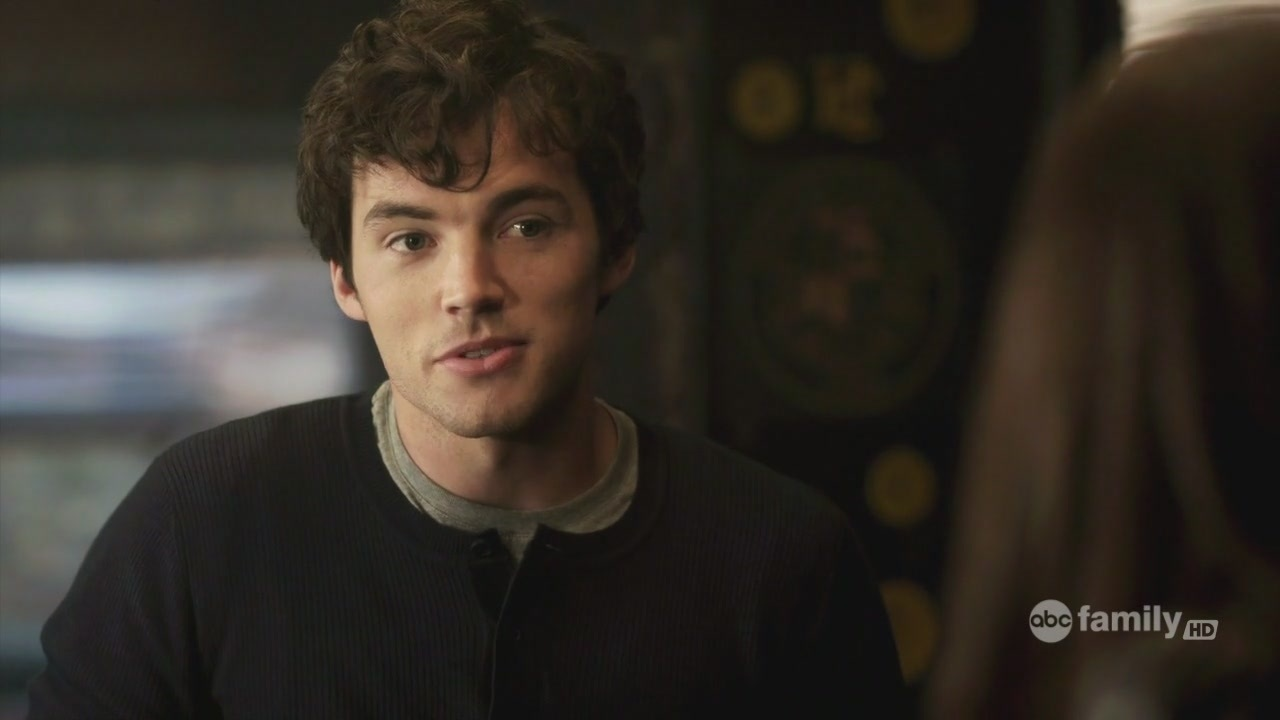 Mr fitz and aria age difference dating 1