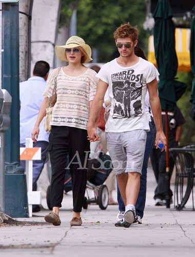 Alex Pettyfer & Dianna Agron in Beverly Hills (28 Aug)