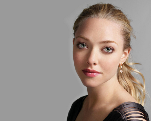 AmaNda - amanda-seyfried Wallpaper