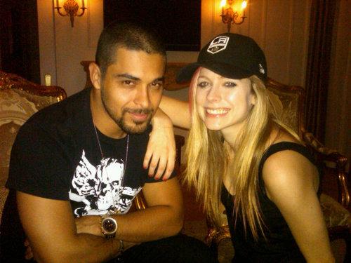 Avril Lavigne - TWITTER