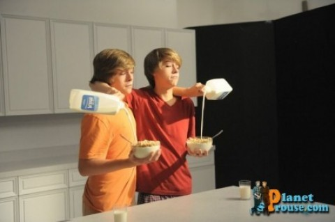 Братья Спроус Обои entitled Dylan and Cole Got Milk? Photoshoot!!