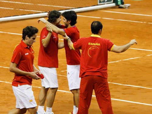 Feli tries to hide his sadness as Nando cheats with Rafa