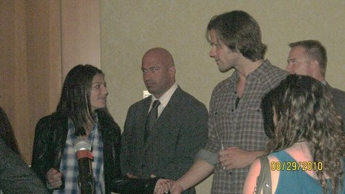 Gen & JAred Padalecki @ Van com - jared-padalecki-and-genevieve-cortese Photo