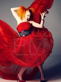 Vos costumes pour le bal - Page 3 Hayley-Williams-for-Elle-Magazine-paramore-15127321-204-274