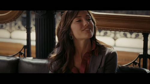 Minka Kelly achtergrond with a pianist titled Minka in (500) Days of Summer