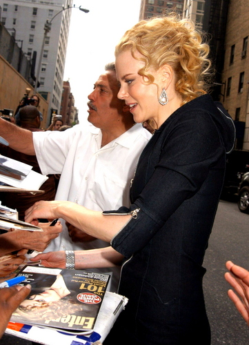 Nicole arriving at the David Letterman hiển thị