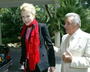 Nicole Kidman karatasi la kupamba ukuta possibly with a aliiba called Nicole out and about at Cannes Film Festival