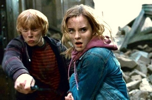 Ron and Hermione battles at the Entrance Courtyard.