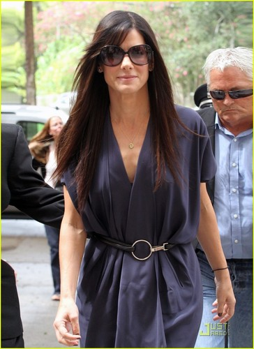 Sandra Bullock wallpaper containing sunglasses called Sandra Bullock Opens A Clinic For New Orleans