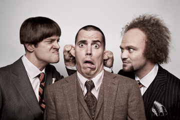 Johnny Knoxville 바탕화면 with a business suit, a suit, and a two piece titled The 3-D Stooges: Knoxville, Steve-O & Bam